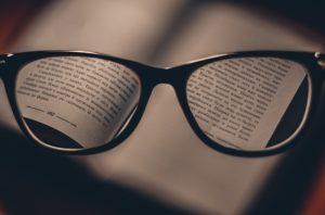 Magnifying eyeglasses